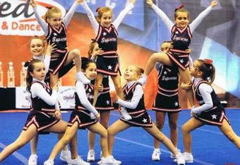 Kempsville Supreme Pee Wee Cheerleaders Hitch Pyramid