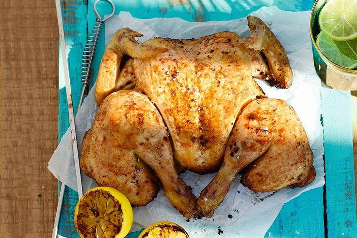 Zo maak je de lekkerste hele kip van de barbecue, goed gaar én lekker mals - BBQ-recept - Allerhande