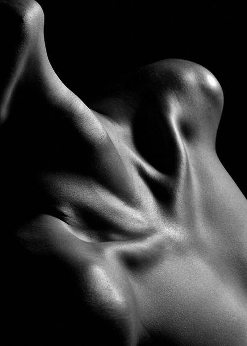 female neck - shoulders - collar bones - black and white - #S0FT