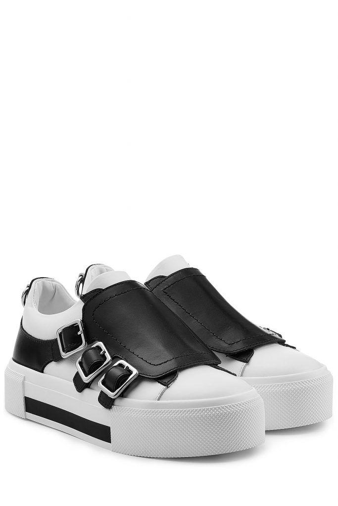 #Alexander #McQüen #Leder #> #Sneakers #im #Two #> #Tone #> #Look #> #Weiß für #Damen - Modern, clean und extrem fashionable: die coolen Sneakers aus sleekem Leder im Two > Tone > Look > mit rockigen Schnallen und einer breiten Sohle. Von Alexander McQüen > Leder in Schwarz und Weiß, runde Zehenkappe, Überschlag mit silberfarbenen Schnallen > Innensohle aus Leder, schwarzweiße Plateau > Sohle aus Gummi > Stylen wir im coolen Stilbruch zum plissierten Rock mit Spitze, einer Lederjacke...