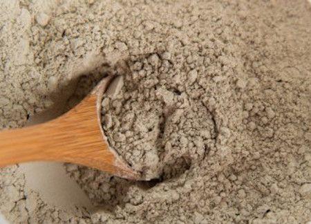 Smektitlera är en naturlig lera som är väldigt effektiv för fläckborttagning. Att t.ex. ta bort fettfläckar, stearinfläckar och vinfläckar från diverse ytor så som mattor, tapeter, trä, läder, textilier, marmor och olika typer av golv med...