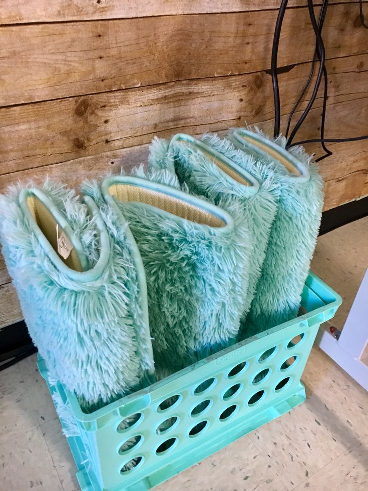 Walmart fuzzy bathroom rugs and teal crate