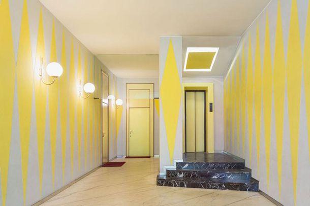 1954-1957, Casa Melandri, архитекторы Джо Понти, Альберто Росселли. Бра от Candle. Пол: каррарский мрамор. Лестница: мрамор Rosso Levanto.