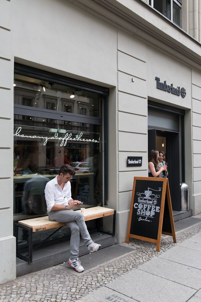 you only have to ask me once to swing by a pop-up shop that serves amazing coffee. outdoor lifestyle brand TIMBERLAND teamed up with berlin coffee masters BONANZA to caffeinate visitors to the city during ...