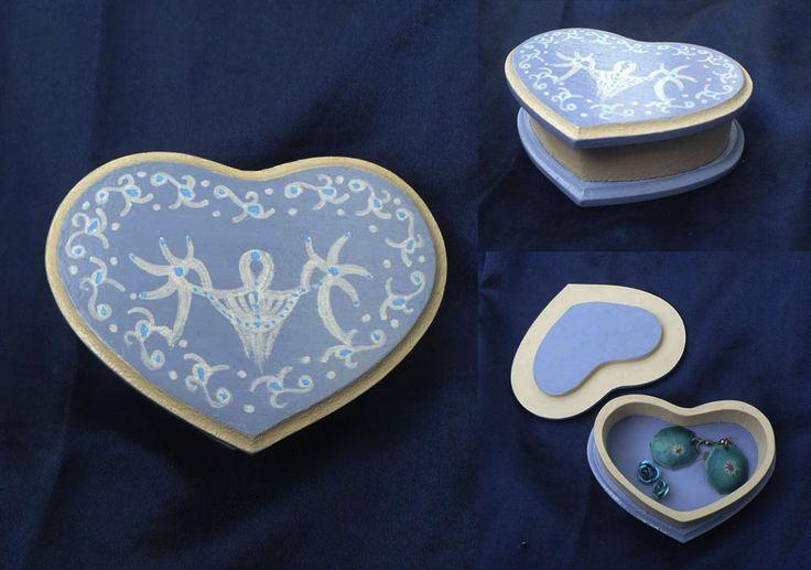 Caja corazón celeste adornos 10x7 cm.