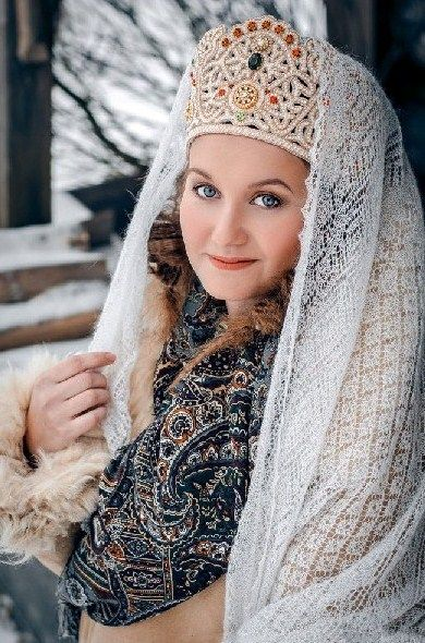 A girl in kokoshnik (a headdress) and Russian Orenburg shawl. #folk #beauty #Russian #shawl