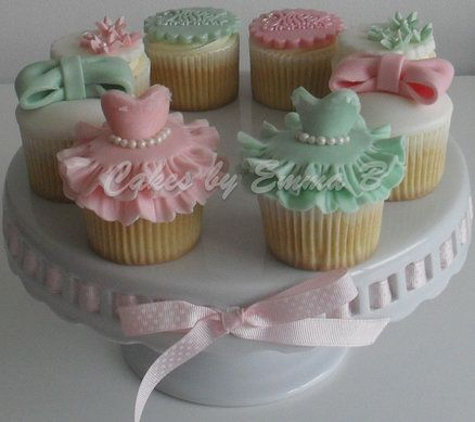Girly Cupcakes - They make me want to twirl ... wonder if I could master these for my tea parties?  (I even have that cake stand - Hobby Lobby!)