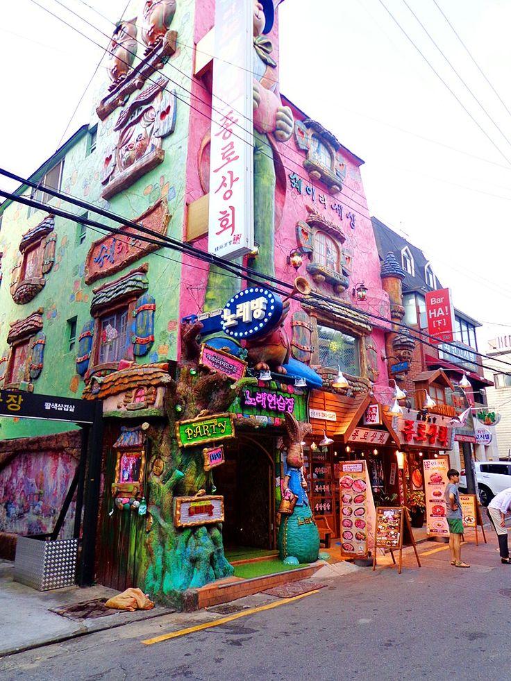 노래방 in 신촌, 서울. Norebang (karaoke) in Sinchon, Seoul