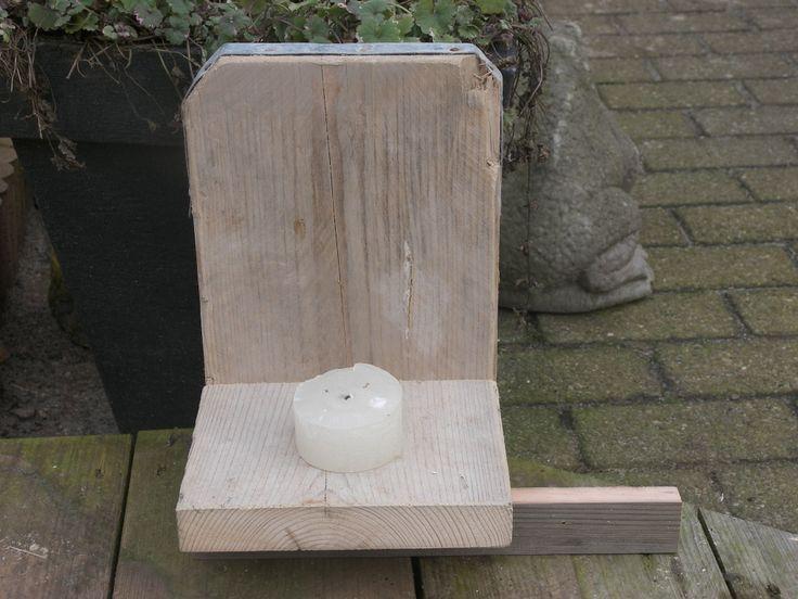 Een steigerhouten kaars houder, in nieuw of gebruikt steigerhout.