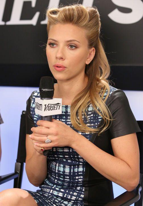 Scarlett Johansson's Engagement Ring: Here Are Better Photos!
