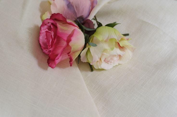 Dunne wade linnen, versierd met  bloemen