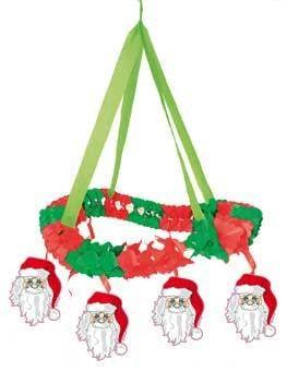 Kroonluchter van papier speciaal voor het Kerstfeest. Aan de kroonluchter hangen kleine plaatjes van de Kerstman.