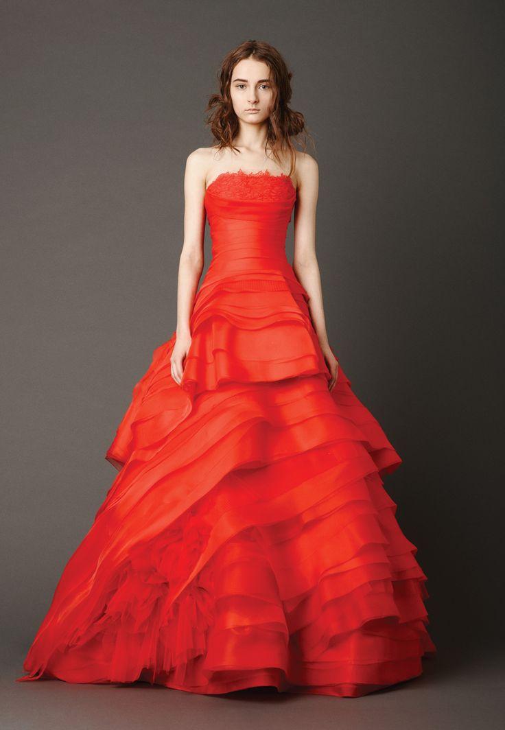 レイヤーがステキ。赤がテーマカラーのお色直しドレスの参照一覧です♡