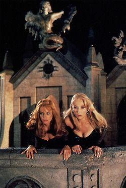 """""""Death Becomes Her"""" (1992) Goldie Hawn & Meryl Streep"""