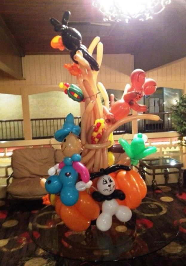 Pin by edwina dickert on balloon art pinterest for Balloon decoration for halloween
