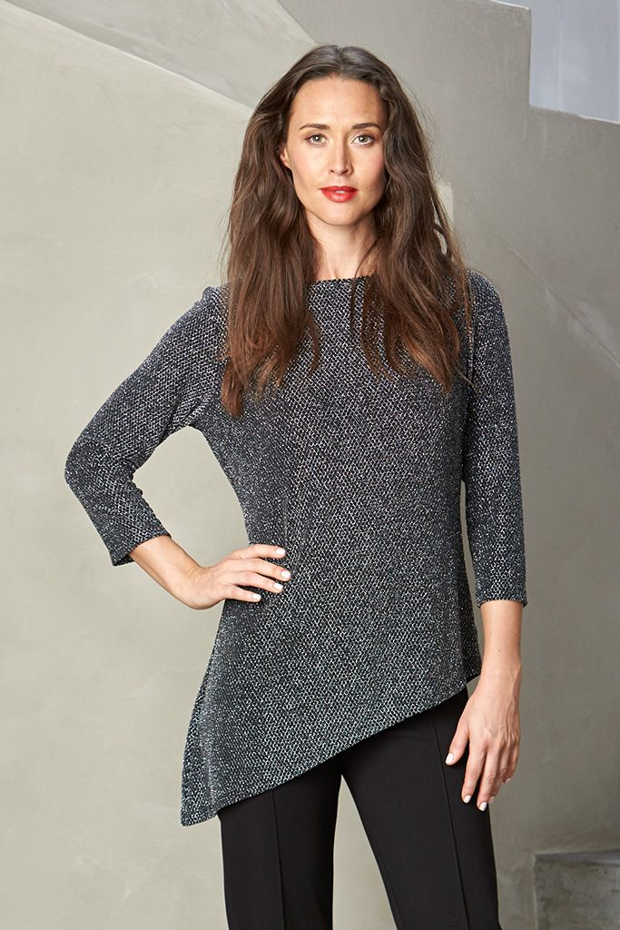 3/4 SLEEVE LUREX TOP The simple 3/4 sleeve, round neck cut is versatile and easy-to-wear, with the patterned detail adding sophistication and class. Match with a simple pencil skirt or pants for effortless elegance.