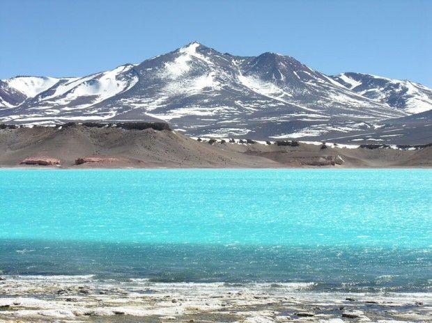 Catamarca, Laguna verde, camino de Fiambalá hacia el Paso de San Francisco (límite con Chile). Argentina