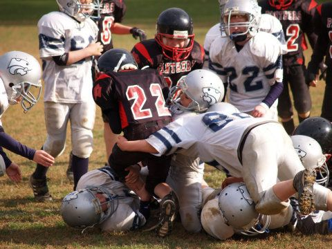 Rest has long been the cornerstone of concussion treatment. For sports-related head injuries, for example, current guidelines say children should avoid returning to play -- and all other physical activity -- until all concussion symptoms such as headaches are gone. New research however, suggests those who exercise within a week of injury, regardless of symptoms, have nearly half the rate of concussion symptoms that linger more than a month.