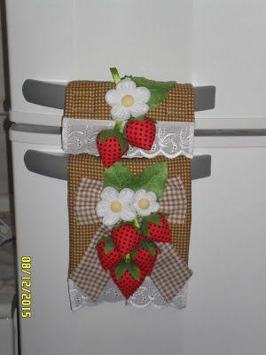 Atelier Ivania Karla: Protetor de puxador de geladeira de morangos.