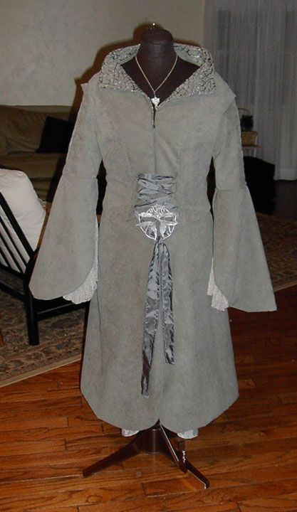 Maggie's Costume Site - My Arwen Chase Costume