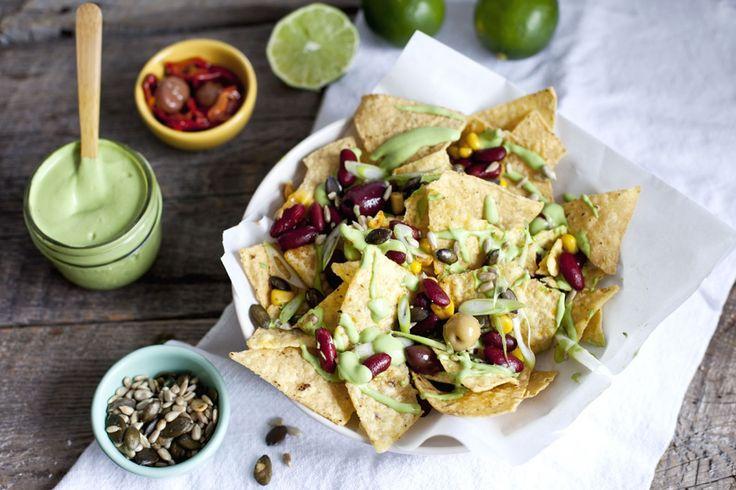 Nachos aux haricots noirs, maïs et sauce cajou-lime | Recette