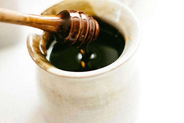 Διαβάστε 5 συνταγές ομορφιάς με μέλι,για να καταπολεμήσετε την ακμή, τα μαύρα στίγματα και την ξηρότητα!
