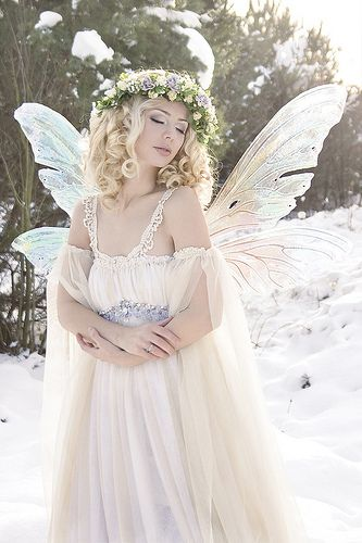 Inspiration for #whitewonderland ❤️ I want to look soft and elegant, with a sparkly edge