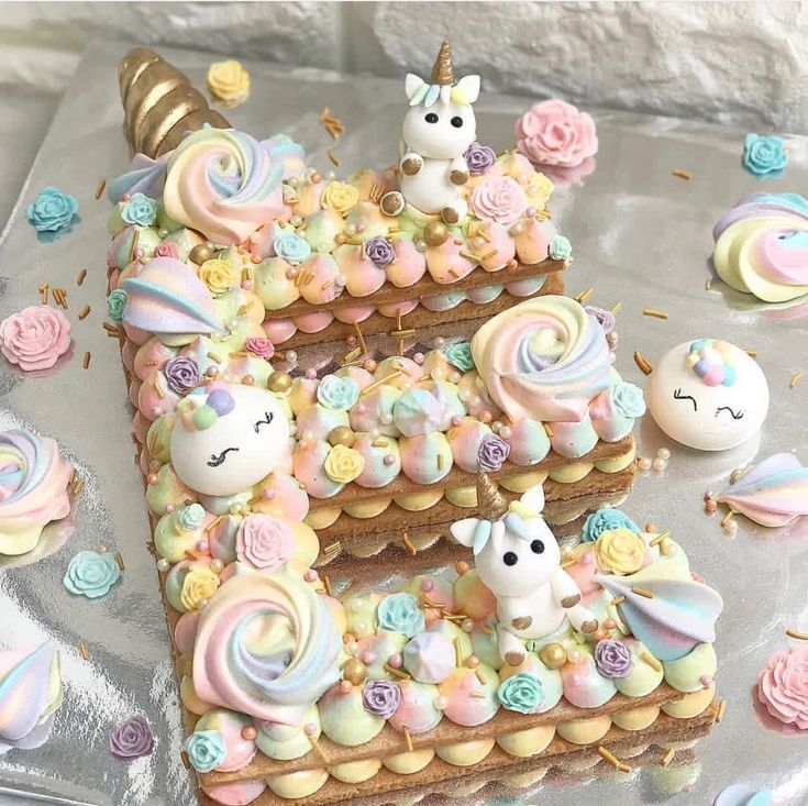 Briefförmiger Kuchen mit Einhörnern