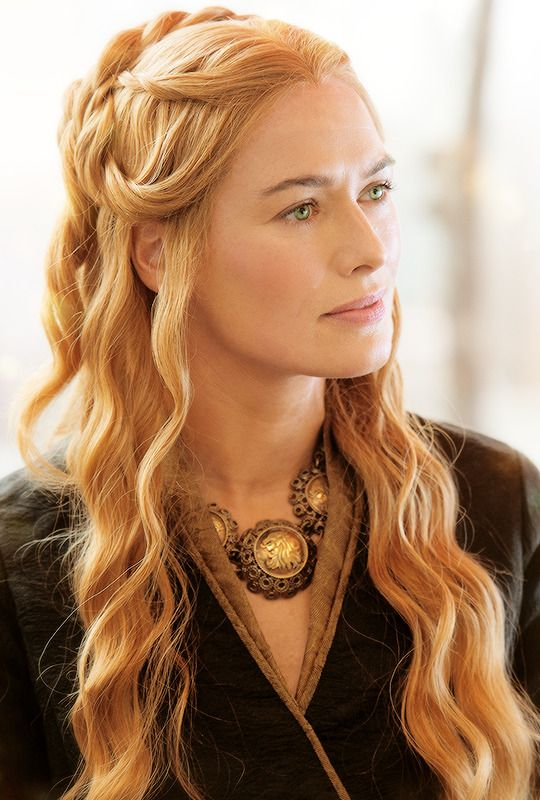 I love this photo from Cersei. She is an icequeen, but one with power and cunning - no way to deny that.
