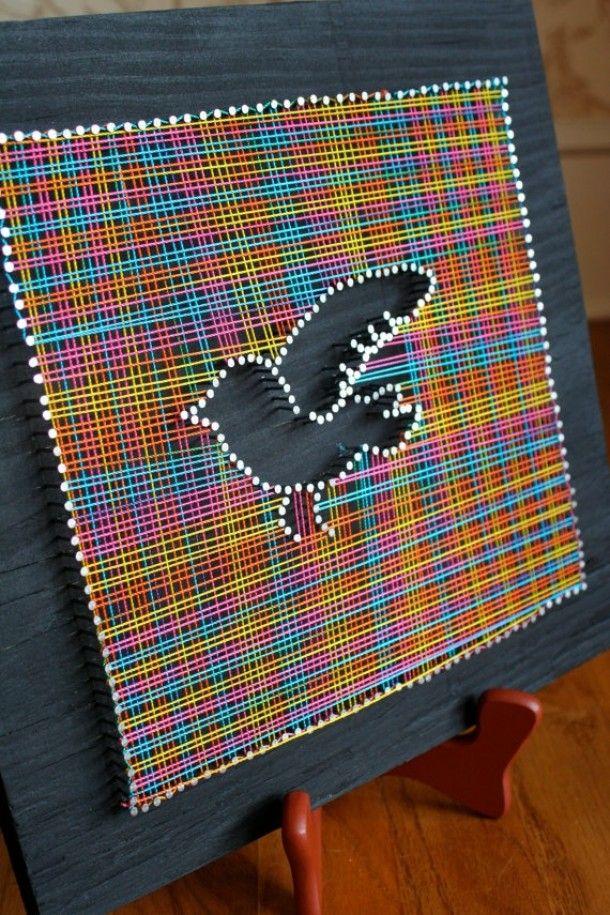 Vogel met spijkers en gekleurd draad