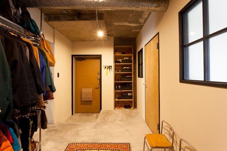玄関土間1 家を育てるリノベーション 好きなものに囲まれた暮らし 玄関事例 Suvaco スバコ リノベーション ホテル 家 間取り アイデア