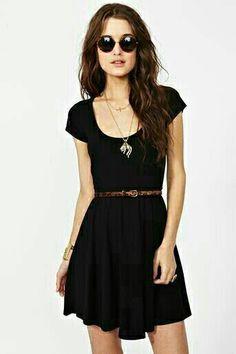 Vestido negro corto suelto