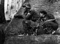 Robert Capa Gerda TARO en el frente de Córdoba, septiembre de 1936. Más tarde fue asesinada en la batalla de Brunete, el 25 de julio de 1937.