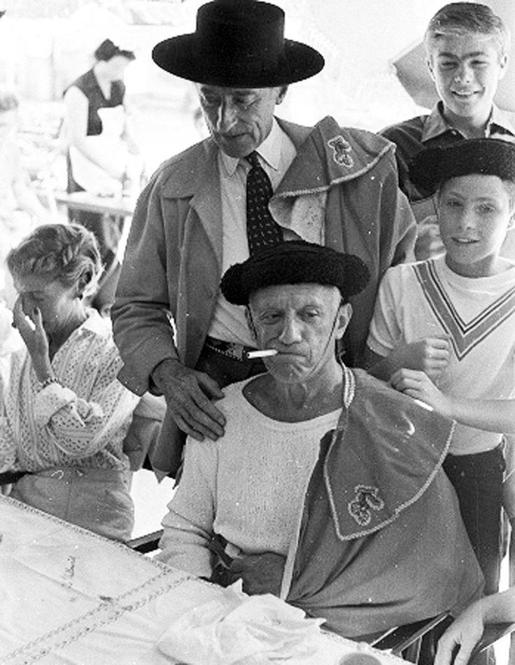 Picasso en dichter Jean Cocteau verkleed als torero. (ABC)