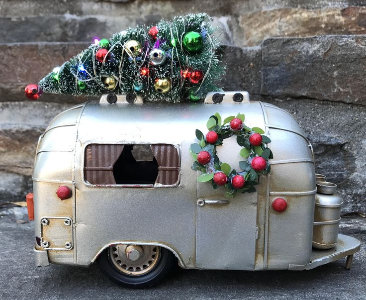 Best 25 camper lights ideas on pinterest christmas for Airstream christmas decoration