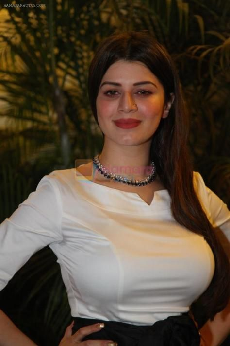 Kainaat Arora Punjabi Film Actress  Desi Masala Wallpapers  Luv -2283