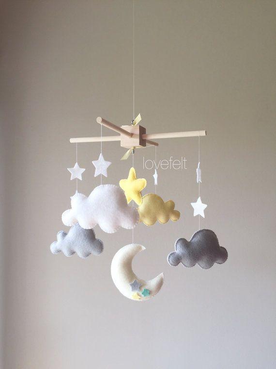 Mobile bébé nuage mobile lune nuages par GiseleBlakerDesigns