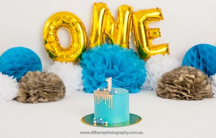 Blue & Gold Cake Smash Cake