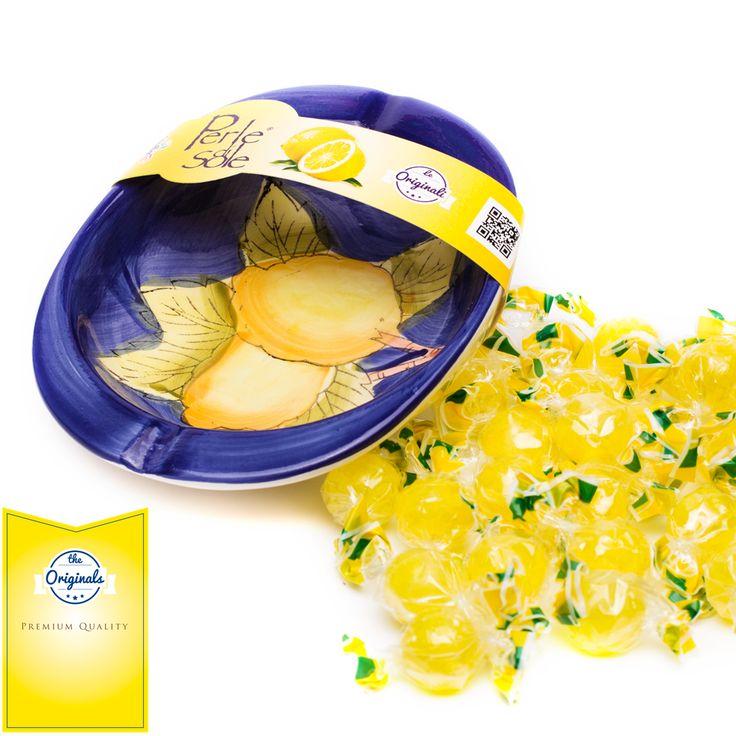 Quando l'arte della ceramica di Vietri sul Mare incontra il gusto intenso delle CARAMELLE DURE AL GUSTO DI LIMONE #PERLEDISOLE, nascono i nostri Gift Pack! Regala o regalati il gusto artigianale italiano!  Visita il nostro sito http://www.perledisole.com/product/lemon-flavored-candies-in-ceramic-ashtray-200gr/