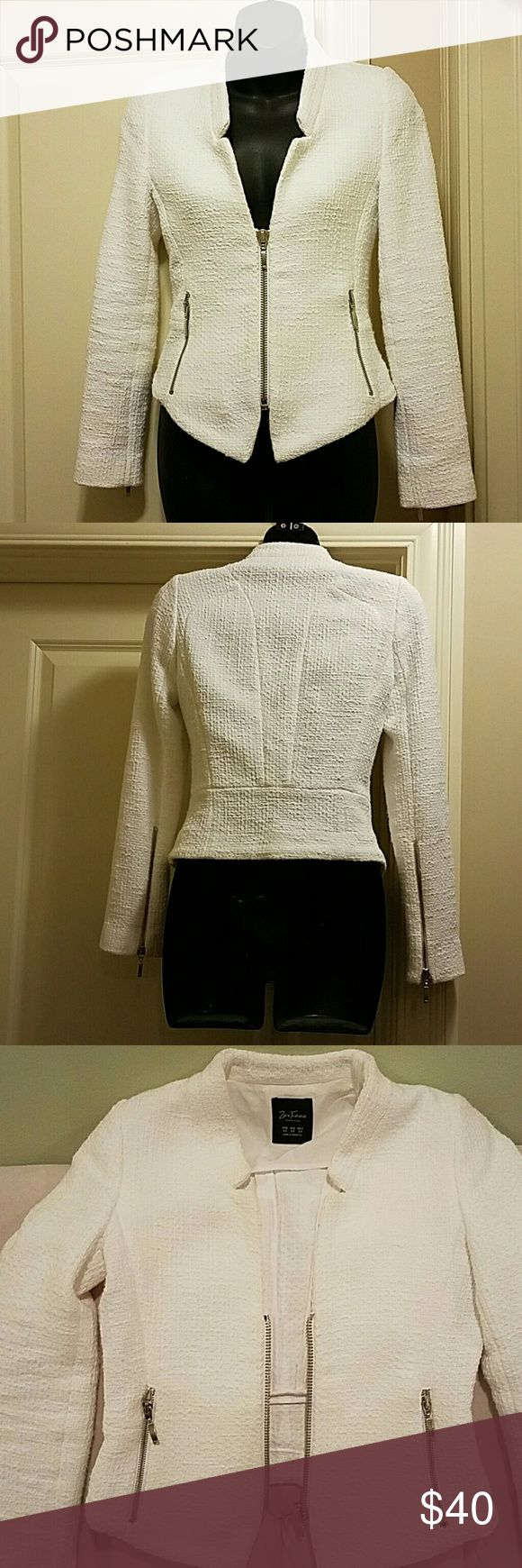 White hot Zara jacket Timeless quilted short white jacket. Can be dressy or casual and worn with everything! Zipper details on the sleeves and pockets. Zara Jackets & Coats Blazers