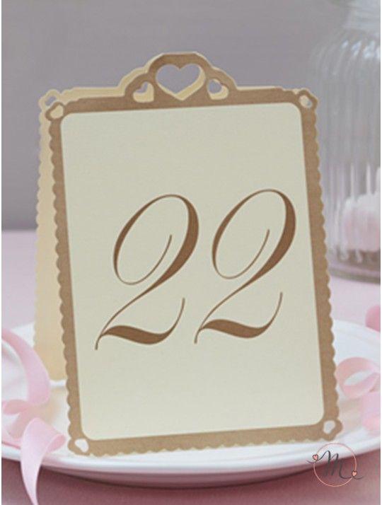 Segnatavolo cuori oro 13-24.  Originale segnatavolo in cartoncino.  Ogni numero è stampato in oro.  I numeri vanno da 13 a 24.  Misure: 15.5 cm x 10 cm.  Ordine minimo 12 pezzi e multipli di 12. In #promozione #matrimonio #weddingday #ricevimento #wedding #segnaposto #segnatavolo #decorazioni #sconti #offerta