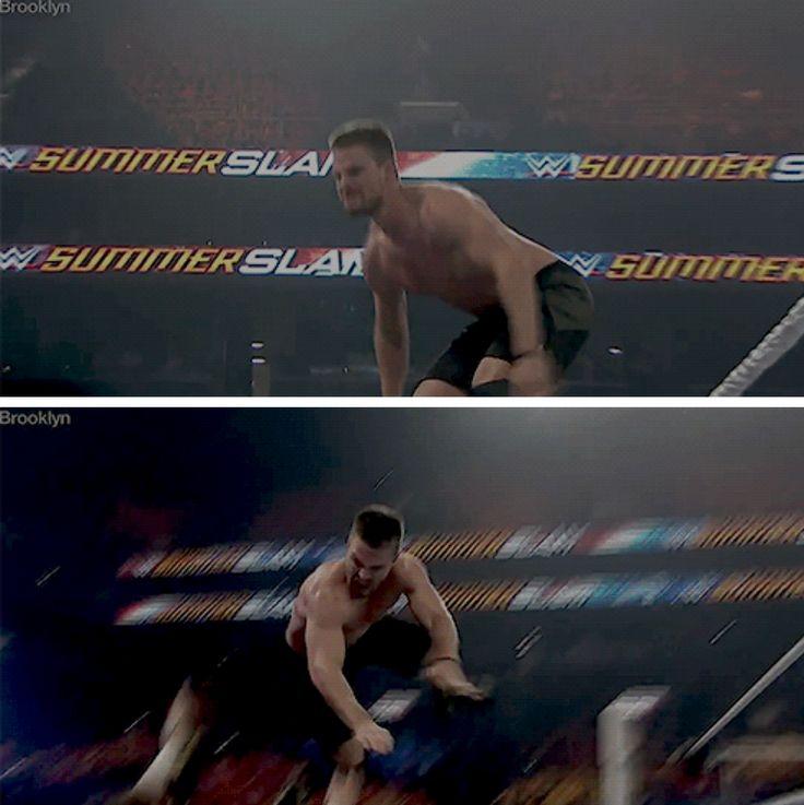 Stephen Amell #WWE #ArrowvsStardust #SummerSlam