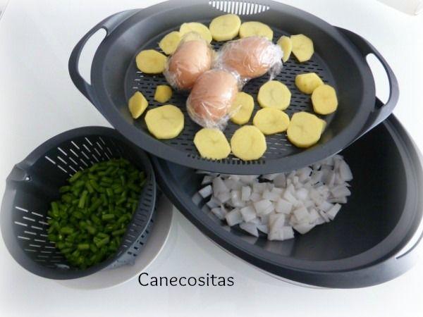 En un solo paso, prepara sepia, patatas, huevos y judias al vapor. Todo listo para una deliciosa ensaladilla.