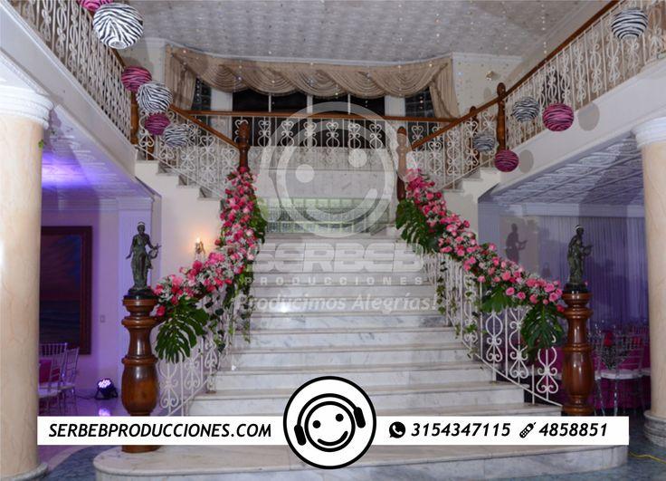 Ofrecemos esta excelente casa ubicada en ciudad jardín, las escaleras están ubicadas en todo el centro de la casa