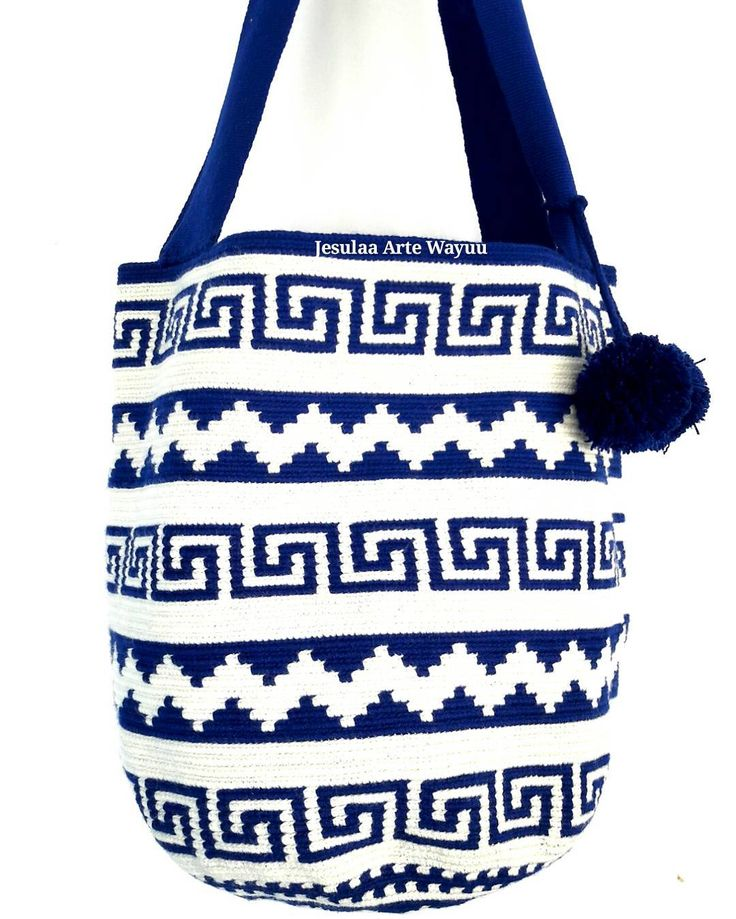 30 отметок «Нравится», 1 комментариев — Jesulaa Arte Wayuu (@jesulaa_artewayuu) в Instagram: «Bolso Wayuu estilo tote, compuesta por dos figuras geometricas tradicionales y rematada con el…»