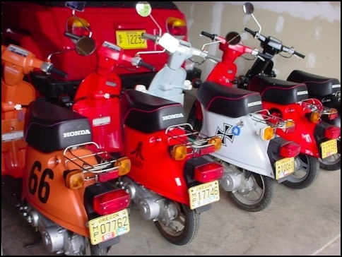 I had a scooter like this in the early 1990's. It was a Mid 1980s Honda Spree 49cc