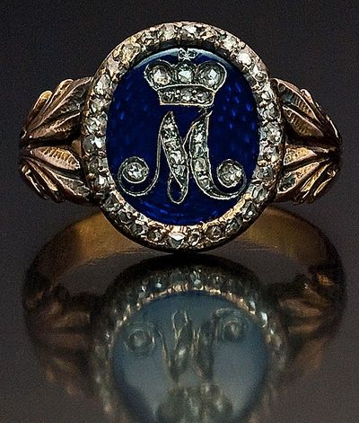 A Russian Imperial Presentation gold ring, circa 1800, with a diamond cipher of Empress Maria Feodorovna, consort of Emperor Paul I (ruled 1796-1801).