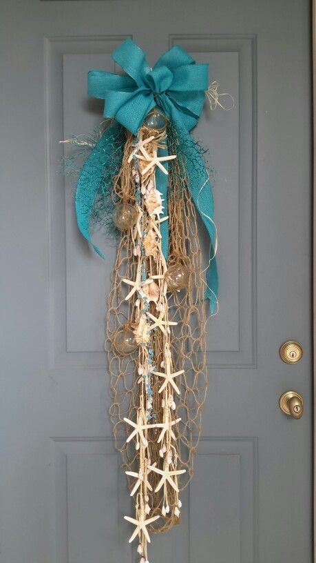 DIY Coastal Christmas Door Swag: starfish, net, ribbon. Love this! Many more coastal Christmas ideas!                                                                                                                                                     More