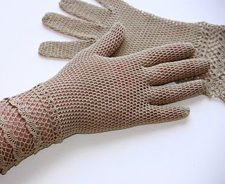 Vintage Crochet pattern, lace gloves Lace Gloves No. 2477 by The Spool Cotton Company