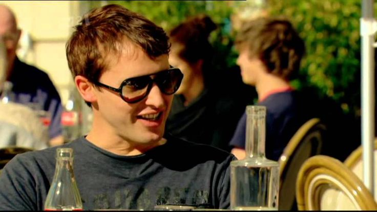 James Blunt, Mainstream RP. Listen to his contrasting accent with Fearne Cotton's Estuary English (EE)
